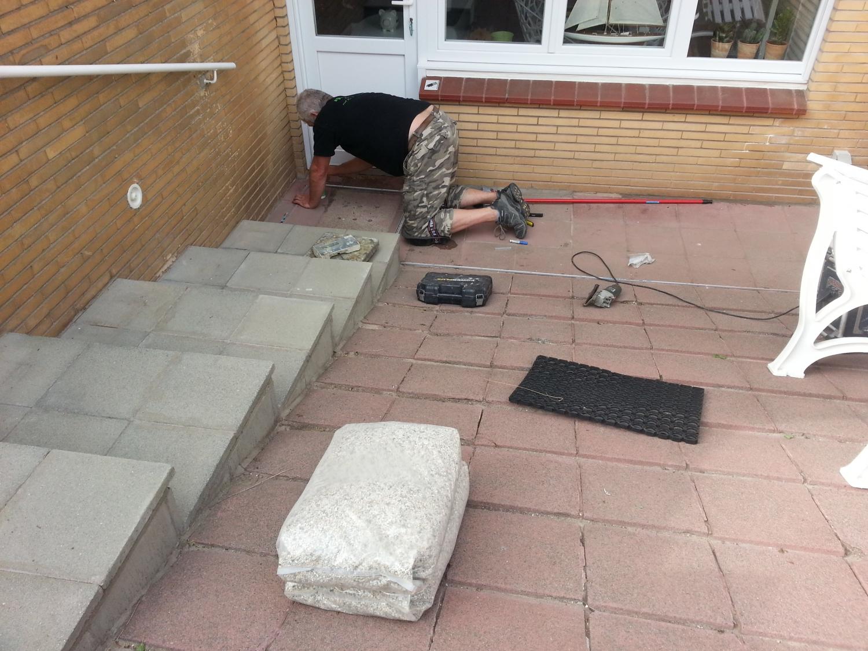 Trap buiten afgewerkt met steentapijt door Epoxy-Design