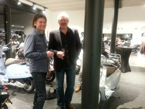 Epoxy-Design's marmertapijt in showroom Garage Chris Smeyers Schaffen