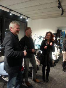 Epoxy-Design's marmertapijt in showroom Garage Chris Smeyers Schaffen