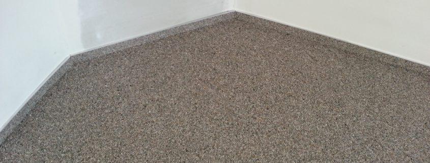 Geen strakke plint in steentapijt zonder strakke muur.