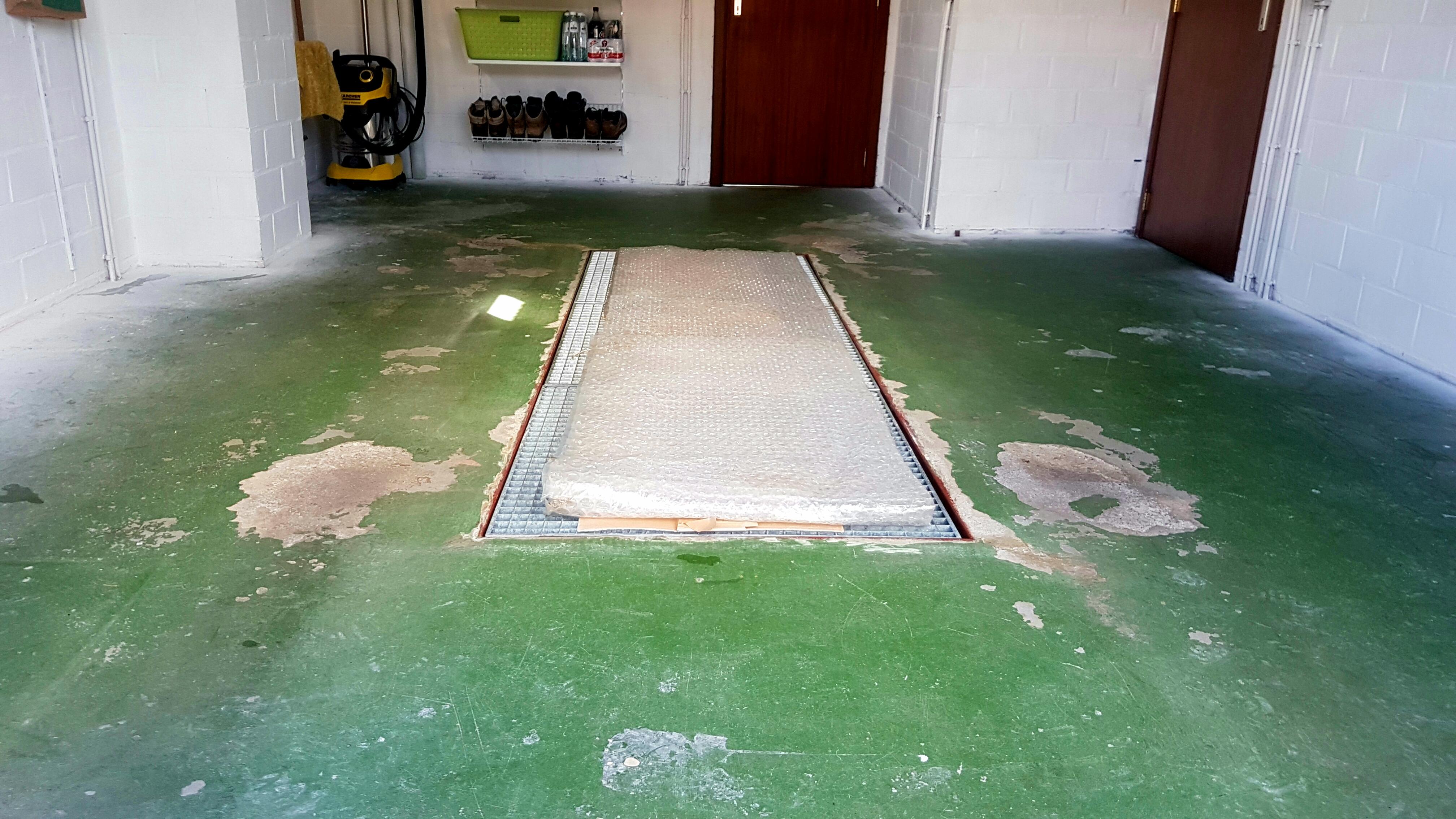 Epoxy-Design's gietvloer met coating geschikt voor garage