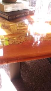 Maak zélf jouw riviertafel met glasheldere epoxy.